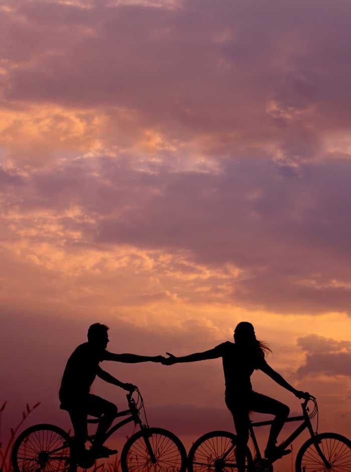 main tendue vers le ciel, dans la nature